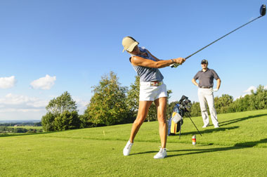 female golfer teeing off